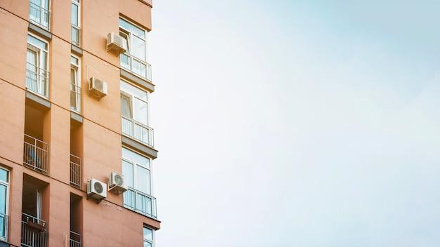 Современное здание в солнечном свете Бесплатные Фотографии