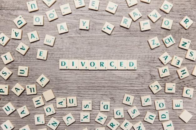 単語を形成する手紙は離婚した 無料写真
