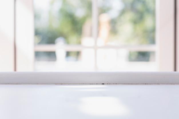 抽象的な背景に白い窓の敷居 無料写真