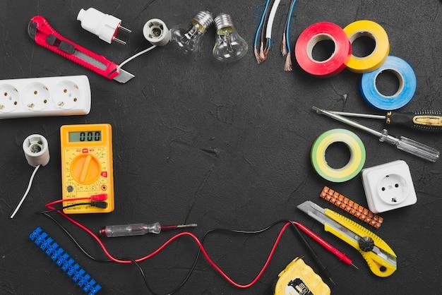 暗い背景にある電気器具 無料写真