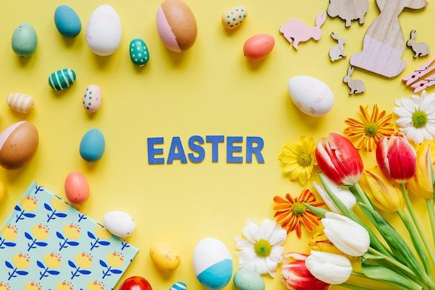 卵と花の間の言葉のイースター 無料写真