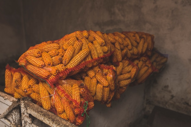 Сумки с кукурузой на ферме Бесплатные Фотографии