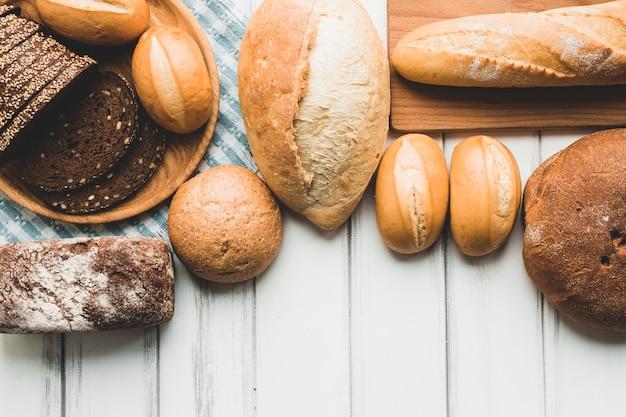 パンの盛り合わせ 無料写真