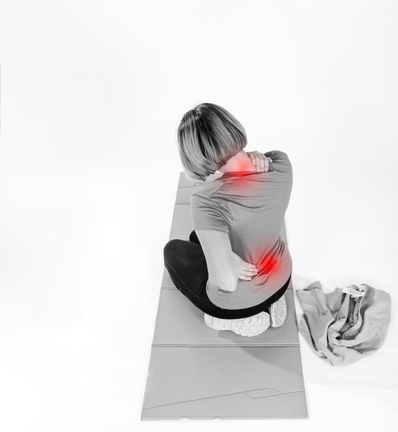 背中と首が痛む女性 無料写真