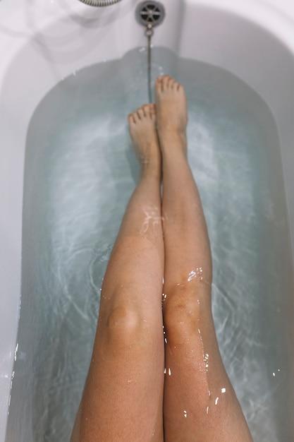 случае девушка льет душ между ног фото хареса