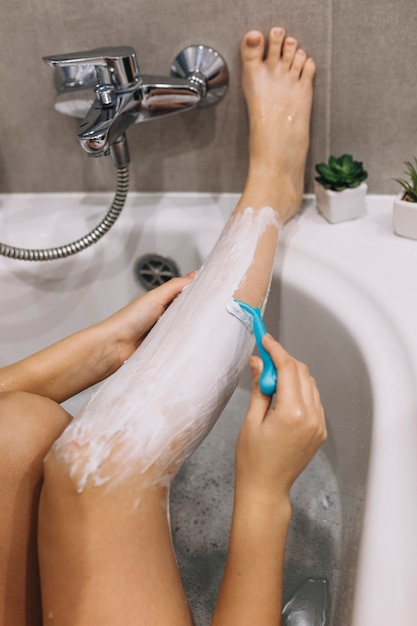 Открытки, картинки женские ноги в ванной фото