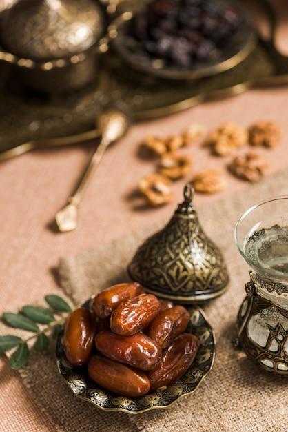 ラマダンのアラビア語の食べ物のコンセプト 無料写真