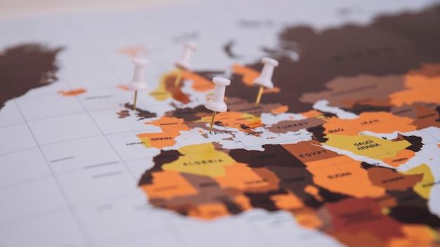 地図上のピン 無料写真