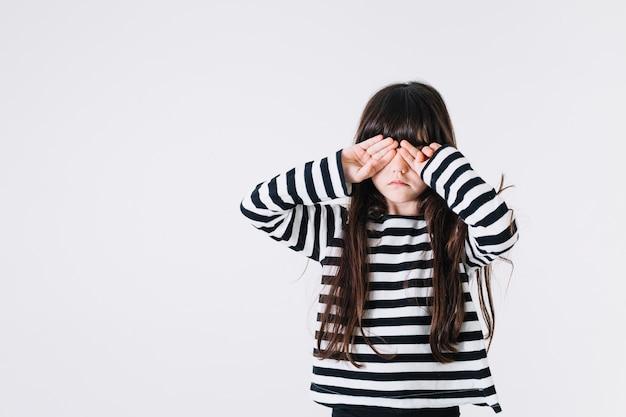 女の子のこすり目 無料写真