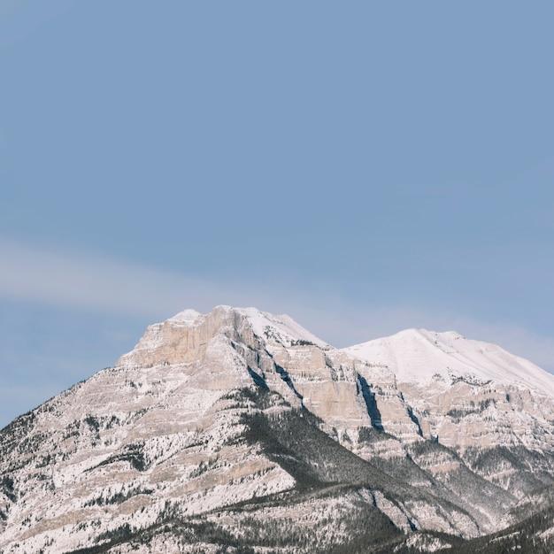 青空の背景に山々 無料写真