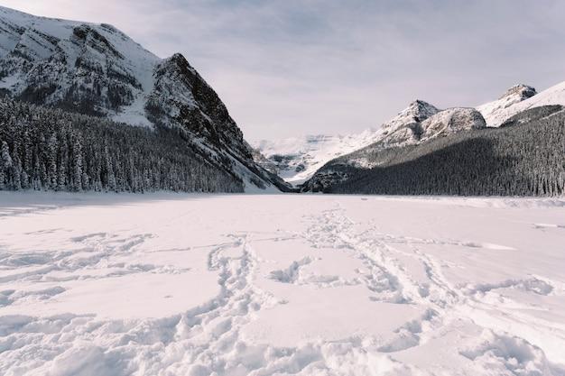 山の雪の谷 無料写真