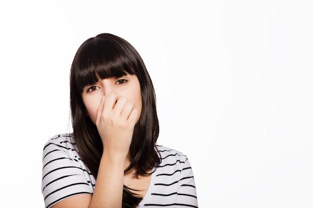 鼻を覆う女性 無料写真