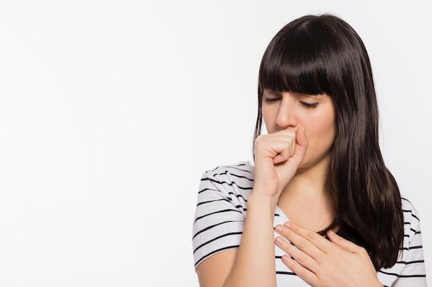 若い女性の咳 無料写真
