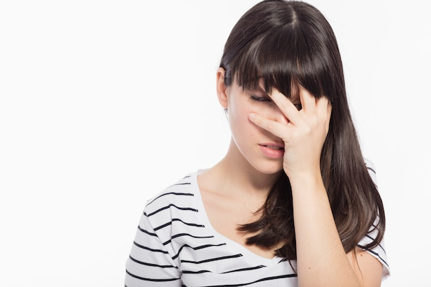 恥ずかしい女性の顔を覆う 無料写真