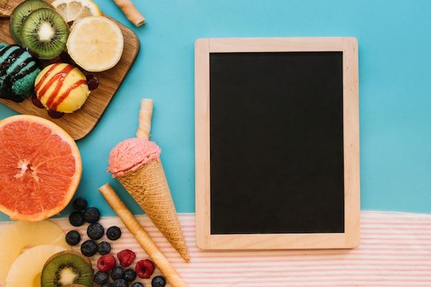 スレートとアイスクリームの背景 無料写真