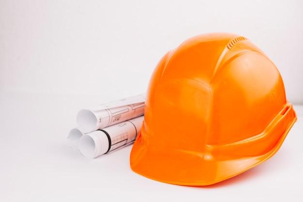 Концепция архитектуры с оранжевым шлемом Бесплатные Фотографии