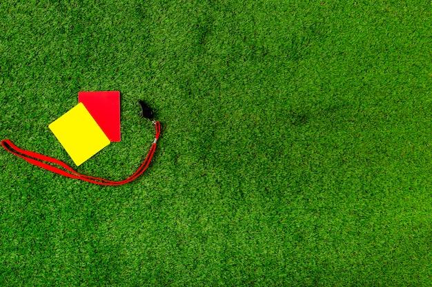 Футбольная композиция с красными и желтыми карточками Бесплатные Фотографии