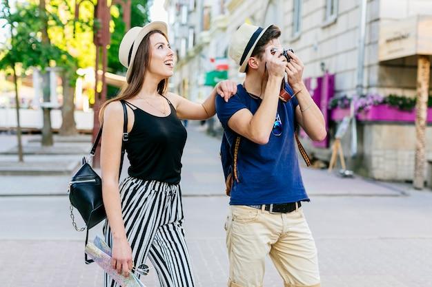 Пара в отпуске с фотографиями Бесплатные Фотографии
