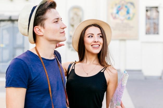 Молодая туристская пара Бесплатные Фотографии