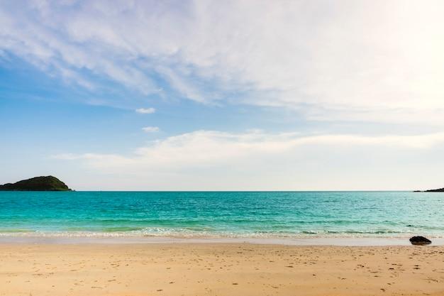 Бирюзовое море против неба Бесплатные Фотографии