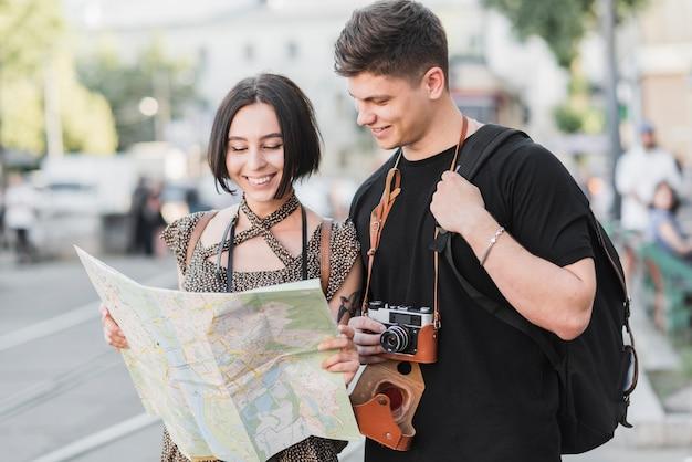 マップとカメラのカップル 無料写真