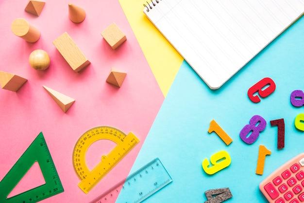 数学用品の近くのノートブック 無料写真