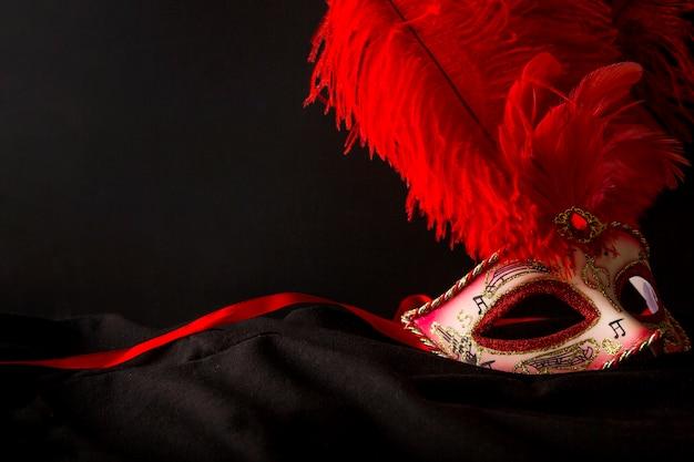 ベネチアのカーニバルのマスクでエレガントな構成 無料写真