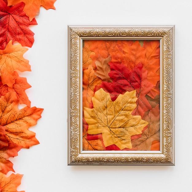 秋の葉のヴィンテージの絵のフレーム 無料写真