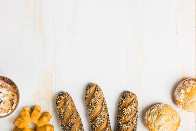 パンのそばの新鮮なパン 無料写真