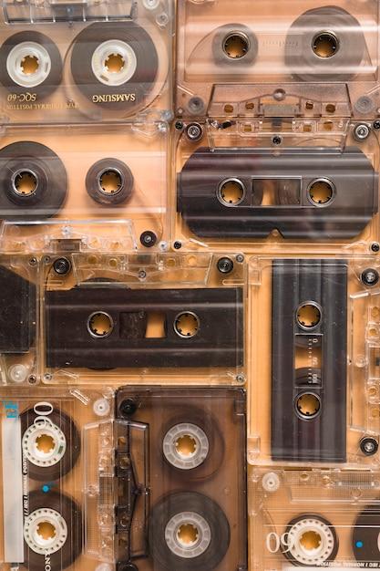 透明なオーディオカセットテープの背景 無料写真