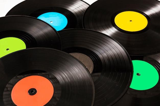 円形の黒いビニールのレコードのクローズアップ 無料写真