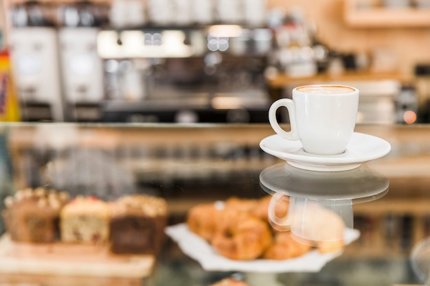 白いコーヒーカップ、ベーカリー 無料写真