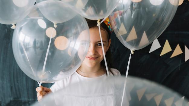 風船を持つ甘い女の子 無料写真