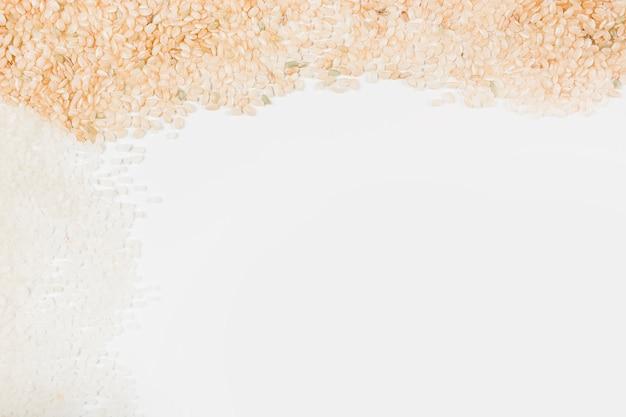 白い背景に生の米 無料写真