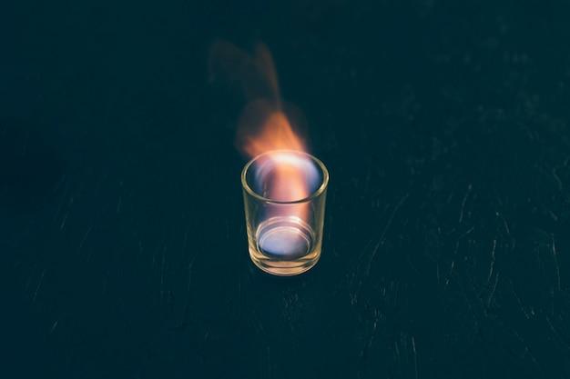炎上のテキーラガラスのショット 無料写真