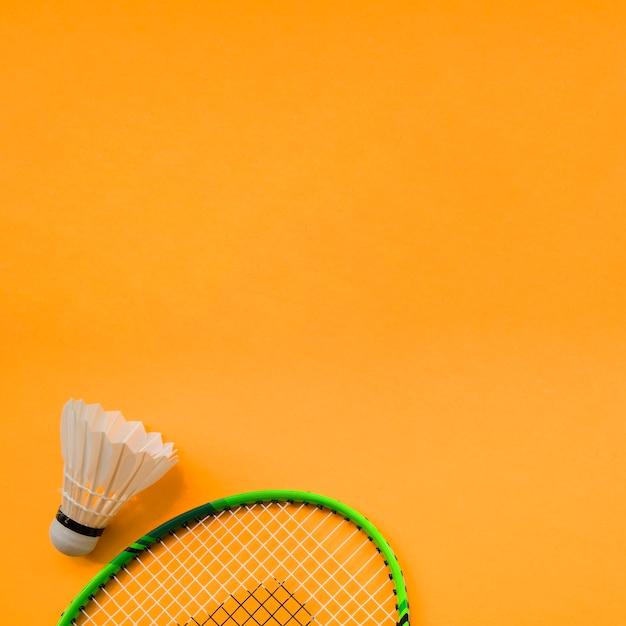 バドミントンの要素を備えたスポーツ構成 無料写真