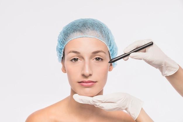 コスメジスト、注射用女性を準備する 無料写真