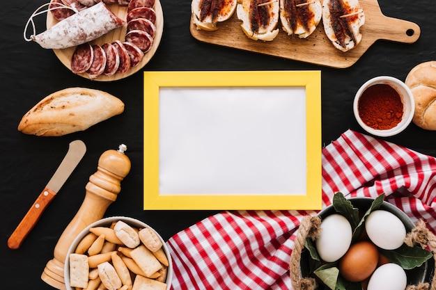 食べ物の中の空のフレーム 無料写真