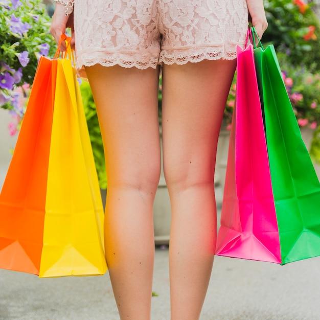 女性、買い物袋 無料写真