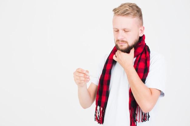 温度計を持っている男 無料写真
