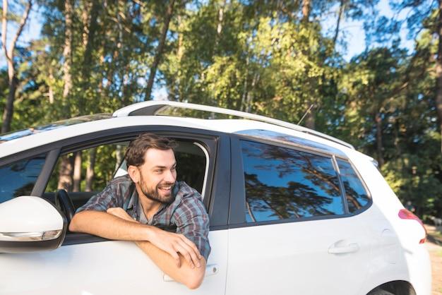 Человек в поездке с машиной Бесплатные Фотографии