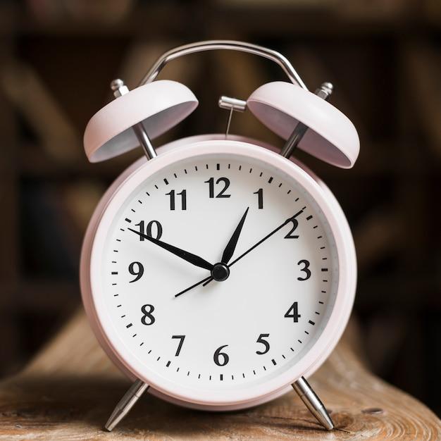 白い時計の文字盤のクローズアップ 無料写真