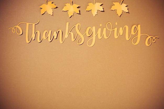 小さなイエローの小冊子と紙の感謝祭のレタリング 無料写真