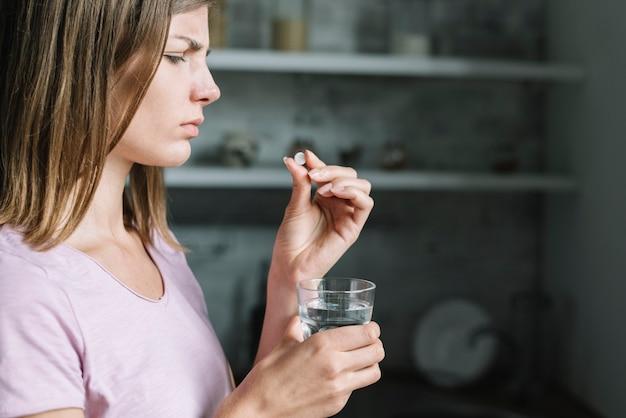 病気、若い、女、クローズアップ、丸薬、丸薬、水 無料写真