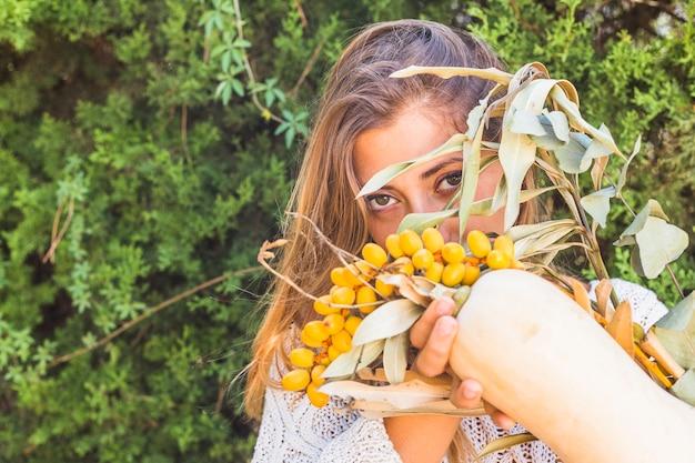 砂糖の実や骨髄の女性 無料写真