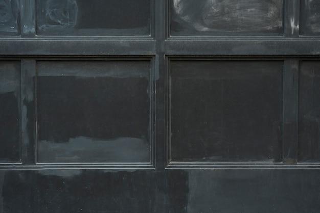 黒いパネルのある壁 無料写真
