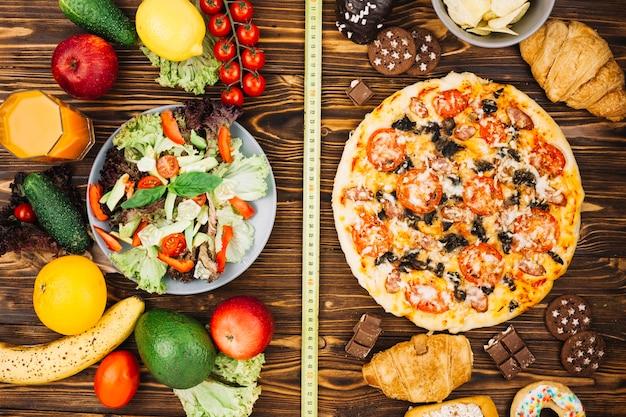 サラダ対ピザ 無料写真