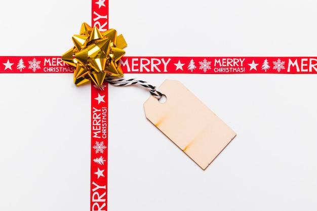 グリーティングカードとリボン付きの黄金の弓 無料写真