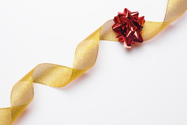 ゴールデンリボンと赤い弓背景 無料写真