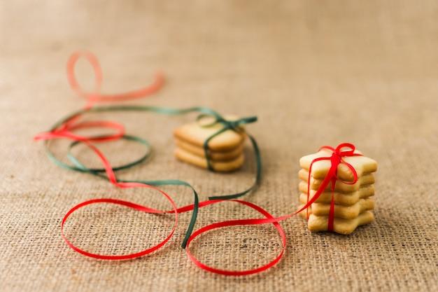 明るいリボンのあるクッキー 無料写真